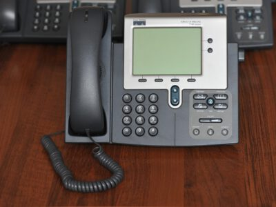 תשתית תקשורת למחשבים וטלפונים