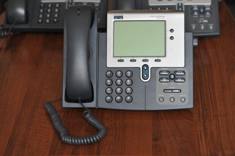 תשתיות תקשורת למחשבים טלפונים